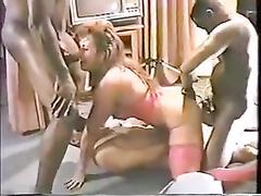 Retro Bodybuilder amateur milf mom Racquel (Cyndy Jones) in stockings gets airtight interracial gangbang at home